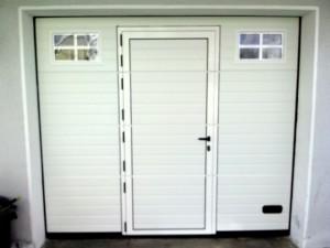 Portão de Garagem com Porta de Serviço sem soleira