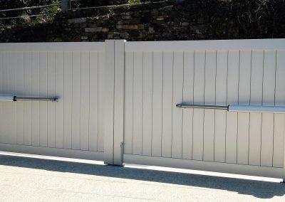 Portão de rua em alumínio com motor de braços