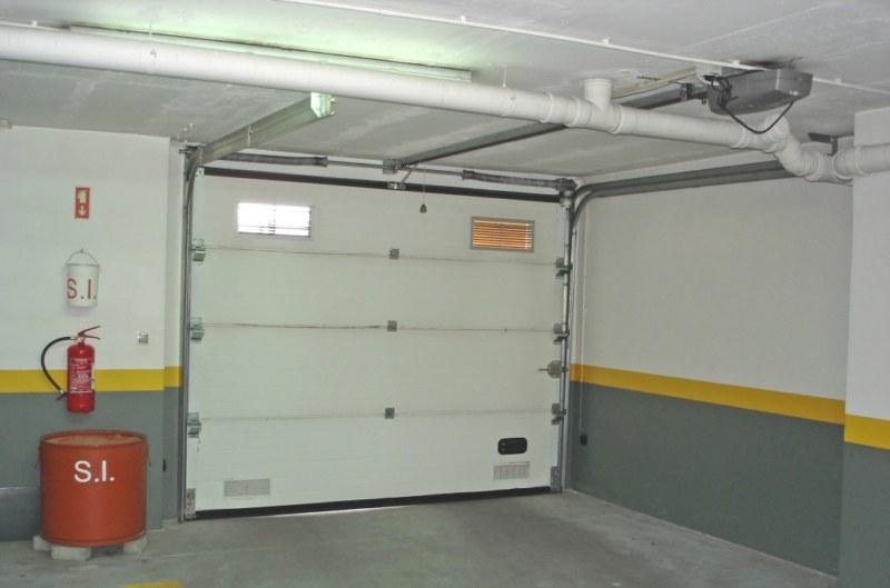 Portões Seccionados de Garagem e de Rua 1
