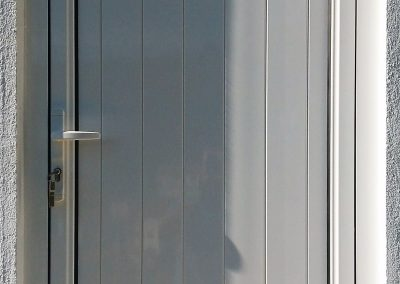 porta de aluminio em chapa dupla com bandeira